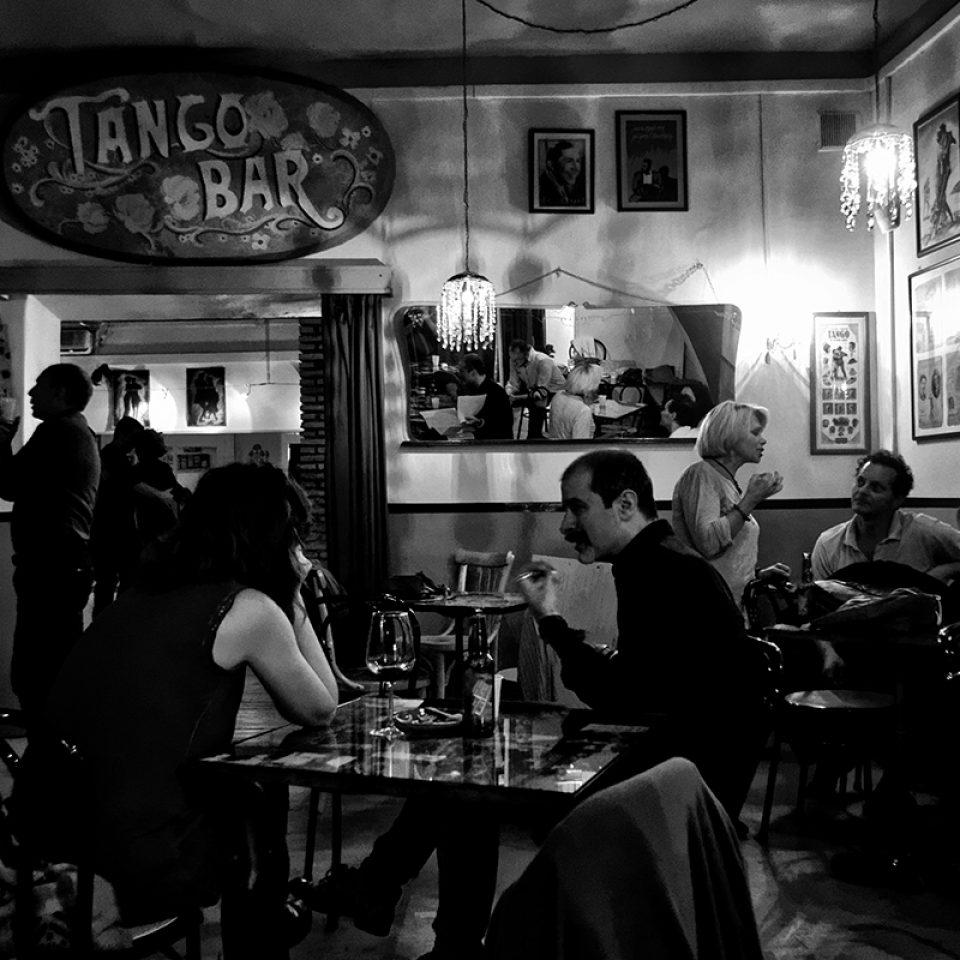 Tango bar<br><div style=